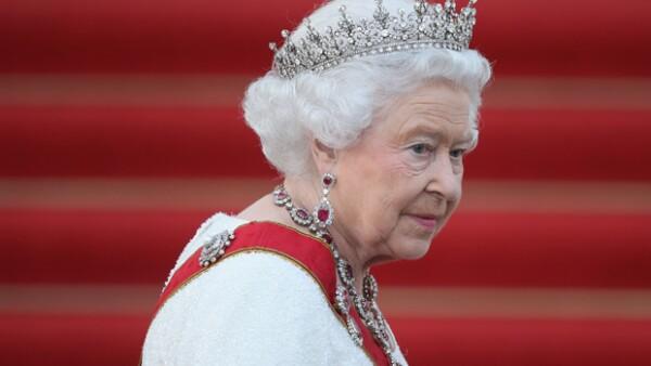 Un estudiante chino ha sido detenido a las puertas del palacio de Buckingham mientras intentaba entrar en el edificio con un cuchillo con el que, dijo, pretendía asesinar a la reina.