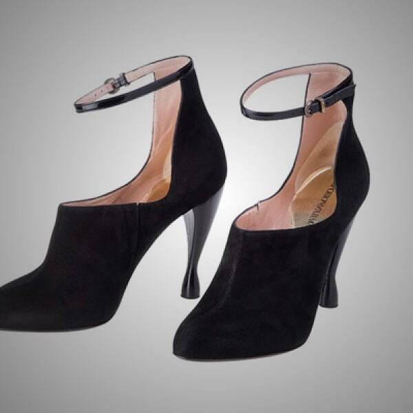6.Para combinar el vestido, estos botines de gamuza que mantiene el estilo de la firma y se ajustan al tobillo.