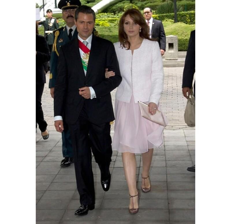 La primera dama usó un ligero vestido color rosa pálido.