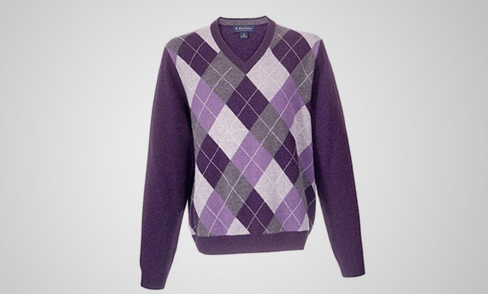 Un clásico de los rombos, pero en color morado, puede darle un toque clásico a tu 'outfit' sin perder el estilo.