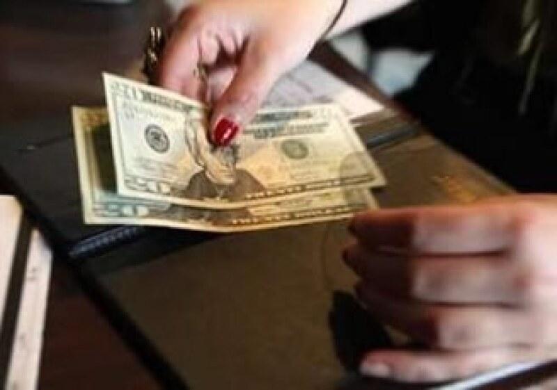 Con el desempleo a la alza, es difícil que el gasto del consumidor estadounidense aumente e impulse las ventas. (Foto: Reuters)