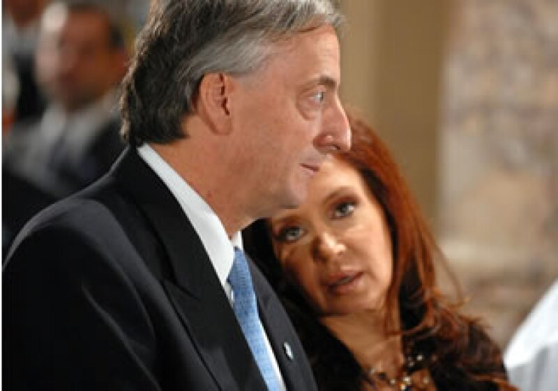 La pareja Kirchner pasó de tener 6.8 millones de pesos argentinos a 46 millones en seis años. (Foto: AP)