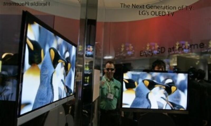 Paul Gagnon, analista para DisplaySearch, estima que el precio de los televisores OLED comenzará en 5,000 dólares. (Foto: AP)