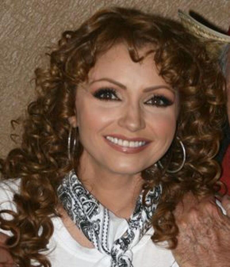 Su relación con Peña Nieto no era oficial porque todavía no terminaba de separarse legalmente de su anterior pareja.