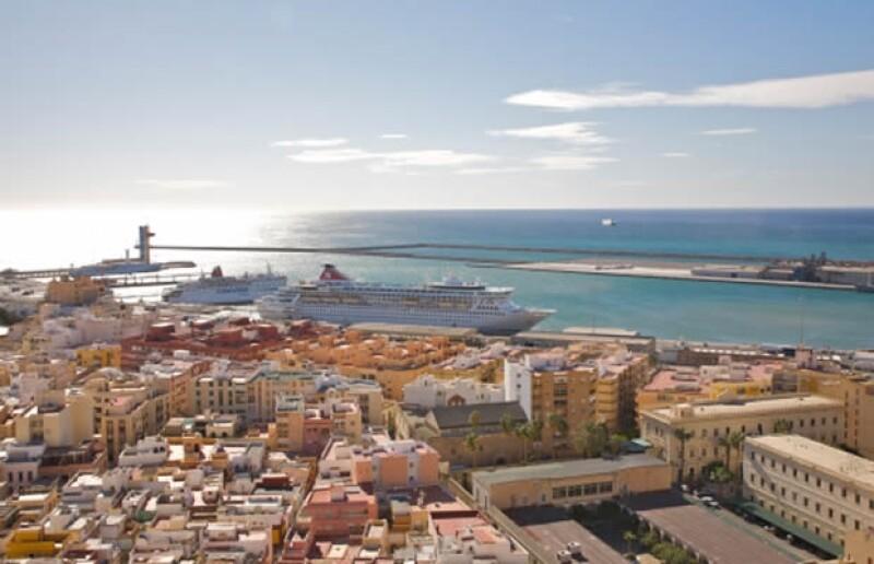 Los Príncipes de Suecia y los Príncipes de Holanda, casualmente ambos herederos a la corona de sus respectivos países, pasaron sus vacaciones en Almería, España.