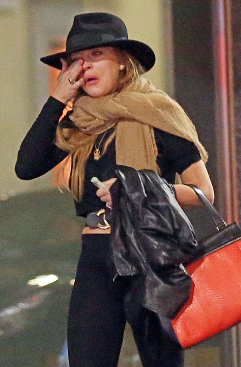 La actriz lloraba desconsolada después de sostener una discusión con un acompañante en las calles de Milán, Italia. ¿Qué le habrá dicho para hacerla reaccionar así?