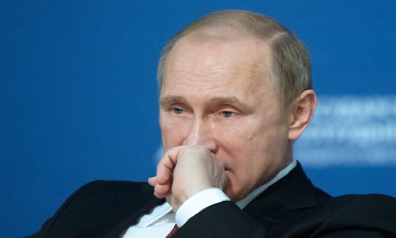 El presidente de Rusia, Vladimir Putin, espera que en dos años, la economía rusa saldrá de la actual crisis económica. (Foto: Reuters )