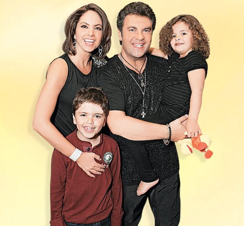 Lucero y Mijares, hace algunos años, con sus hijos Lucerito y José Manuel.