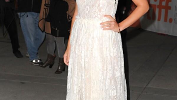 La actriz Ashely Green acudió con este vestido bicolor al Festival Internacional de Cine de Toronto.