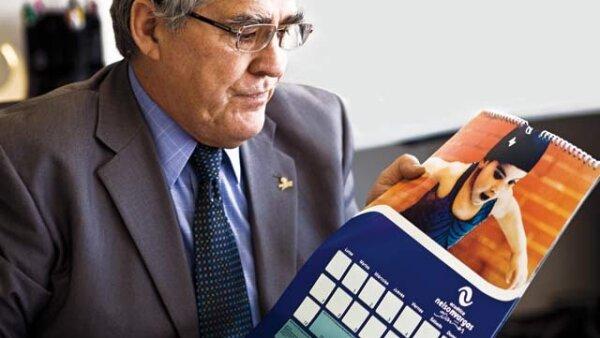 Presente. Nelson Vargas mostró un calendario con fotos de Silvita.