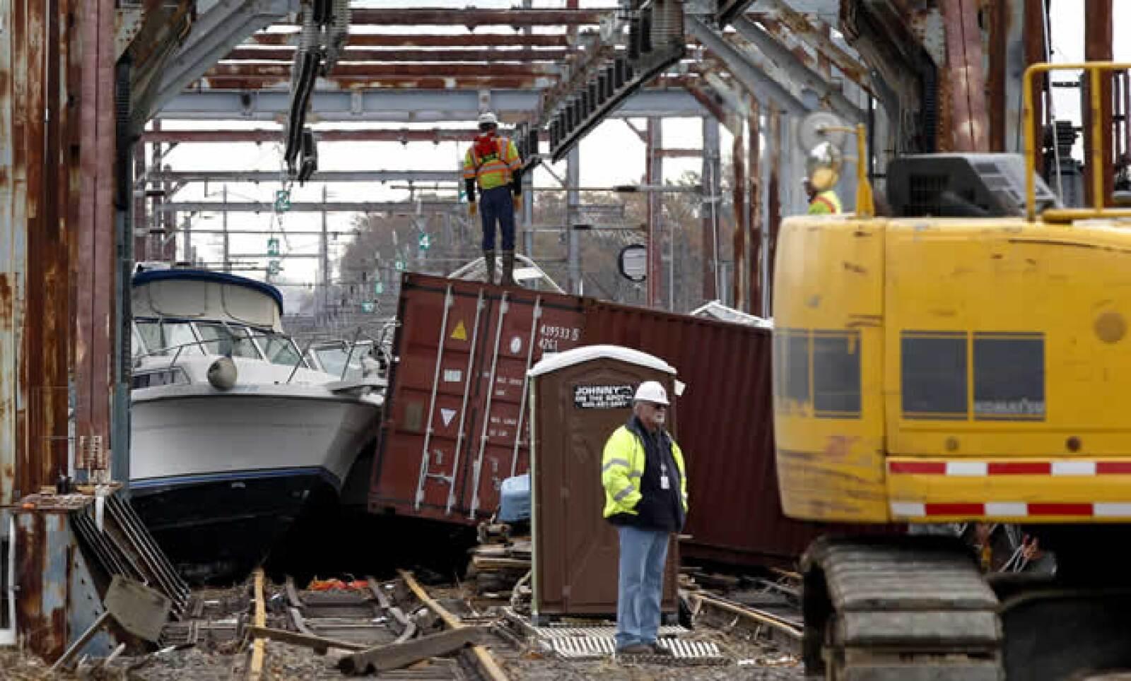 Expertos en modelos de desastre señalan que Sandy pudo haber causado hasta 15,000 millones de dólares en pérdidas no aseguradas.