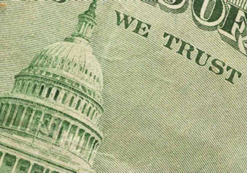 En ventanillas de bancos y casas de cambio, el peso operó en 11.68 por dólar a la compra y en 12.08 a la venta. (Foto: Photos to go)