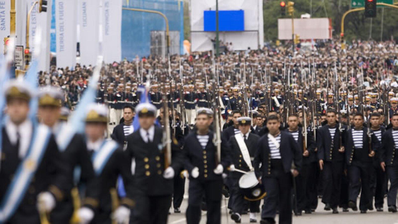 Militares en la 9 de Julio EFE desfile argentina