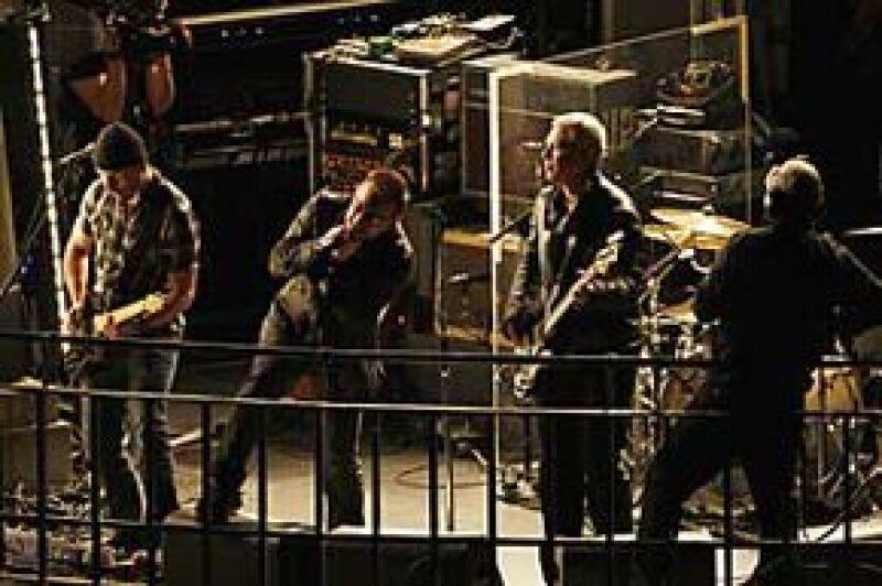 """La banda irlandesa hizo que el público recordara el mítico """"concierto de la azotea"""" de los Beatles, del que se cumplieron el pasado mes 40 años."""