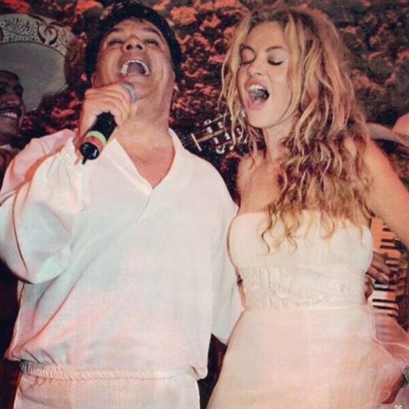 """La cantante quiso recordar el gran momento que vivió junto al fallecido cantante en su boda, con el que cantó a todo pulmón el tema: """"Me gustas mucho""""."""