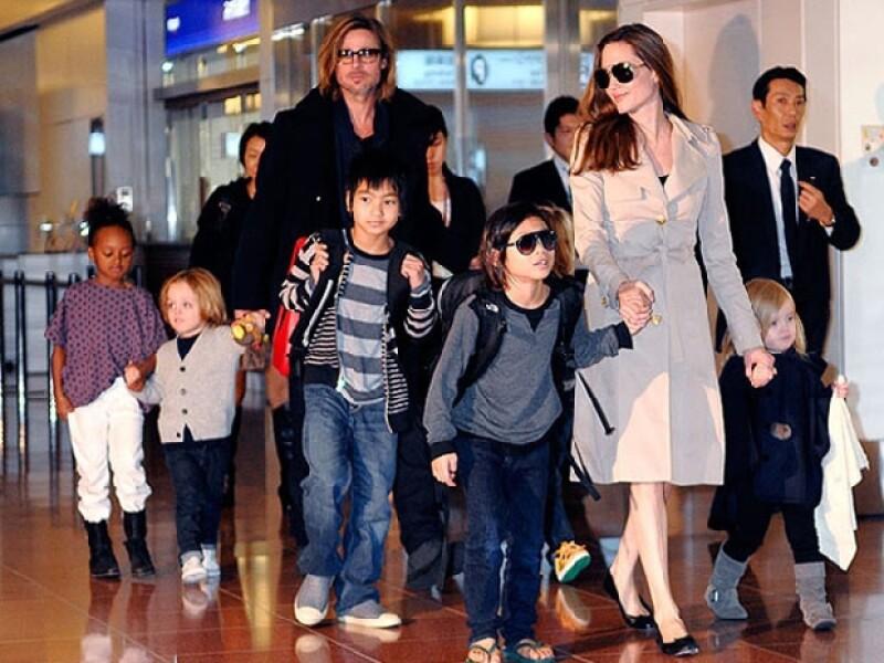 Los seis hijos de la pareja participaron activamente en la ceremonia de sus papás.
