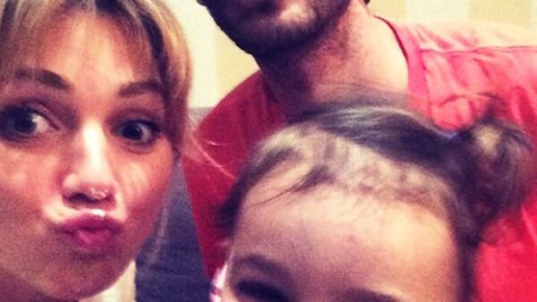 Feliz y guapo papá de dos adorables pequeñas, el actor publicó en su Instagram los primeros dibujos de su hija mayor con Karla Guindi.