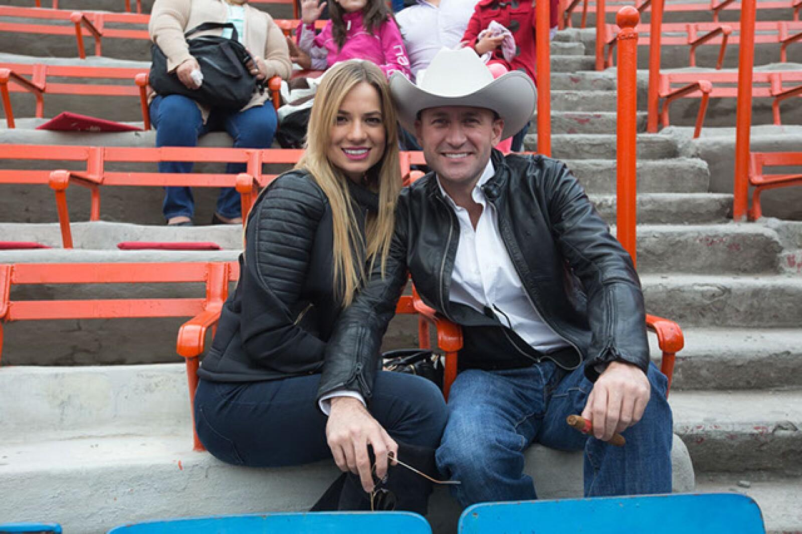 Alexandra Stergios,Pedro Ferriz