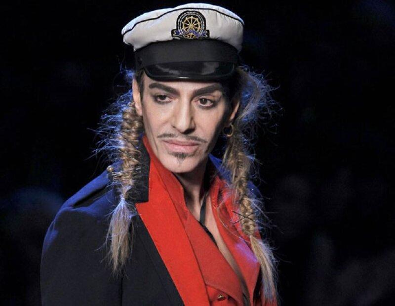 John Galliano dejó Dior 2011 tras sus comentarios antisemitas hacia una pareja.
