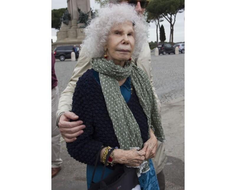 La duquesa de alba, quien recientemente volvió a casarse no ha hablado al respecto de la situación legal de su hijo.