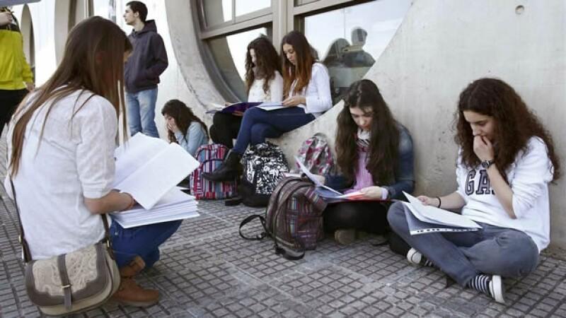 Las mujeres universitarias tienen más riesgos de sufrir los efectos del 'cyberbullying', indicó un estudio