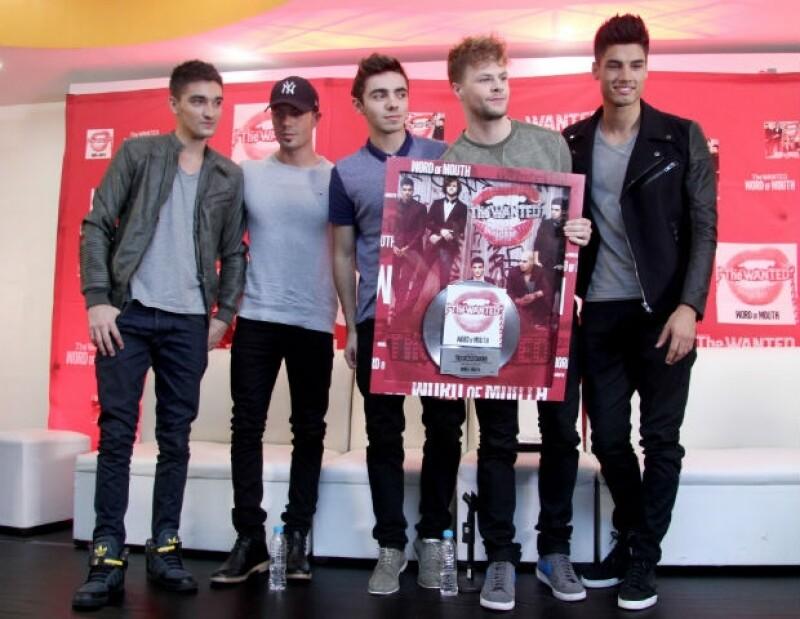 Antes de salir a la venta, The Wanted recibió Disco de Platino en México por su nueva producción.