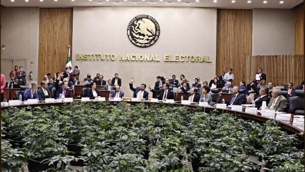 El Instituto Nacional Electoral (INE) reconoció que hubo errores en el conteo de las firmas que presentaron los aspirantes independientes.