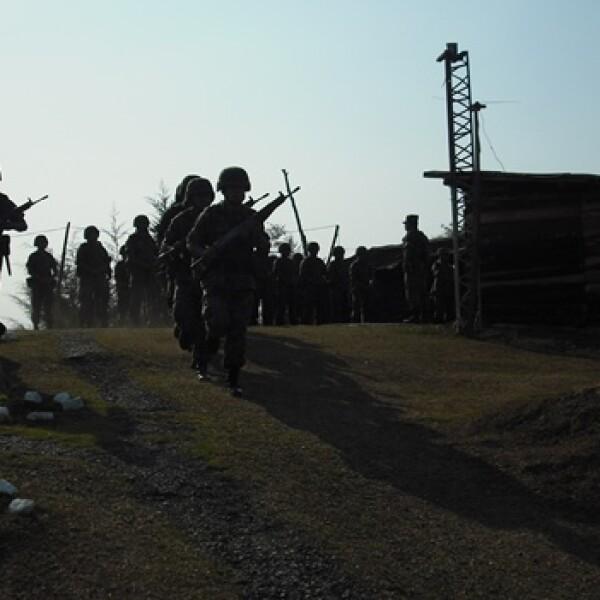 En punto de las siete de la mañana, los soldados parten de sus bases militares a realizar operativos donde se detecta el tráfico de armas y