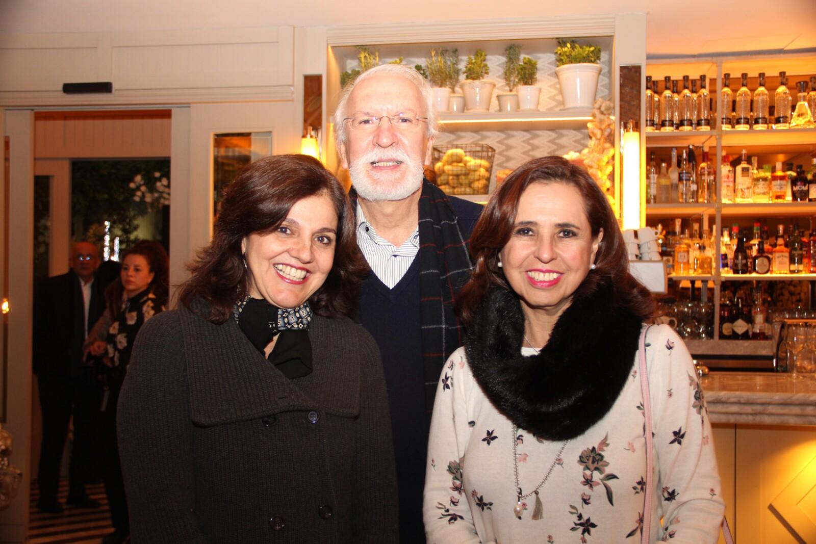 Gabriela Nieto, Alfonso Nieto, Cecilia Flores.jpg