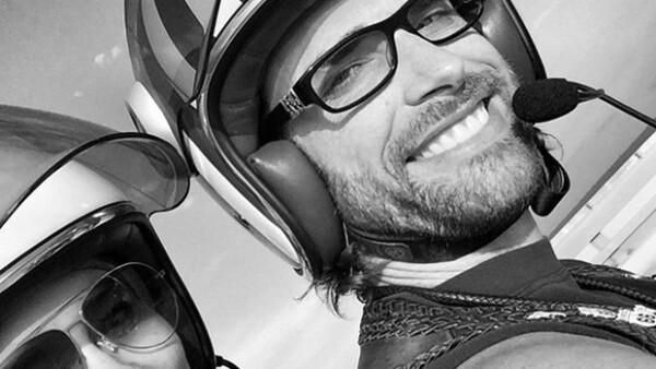 La pareja de actores emprendió un viaje de 10 mil kilómetros en moto que reforzó su amor y a través de Facebook dieron cuenta de su romántica aventura.