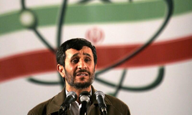 Roubini teme que el gobierno de Mahmoud Ahmadinejad (foto) desarrolle al máximo su capacidad nuclear. (Foto: AP)