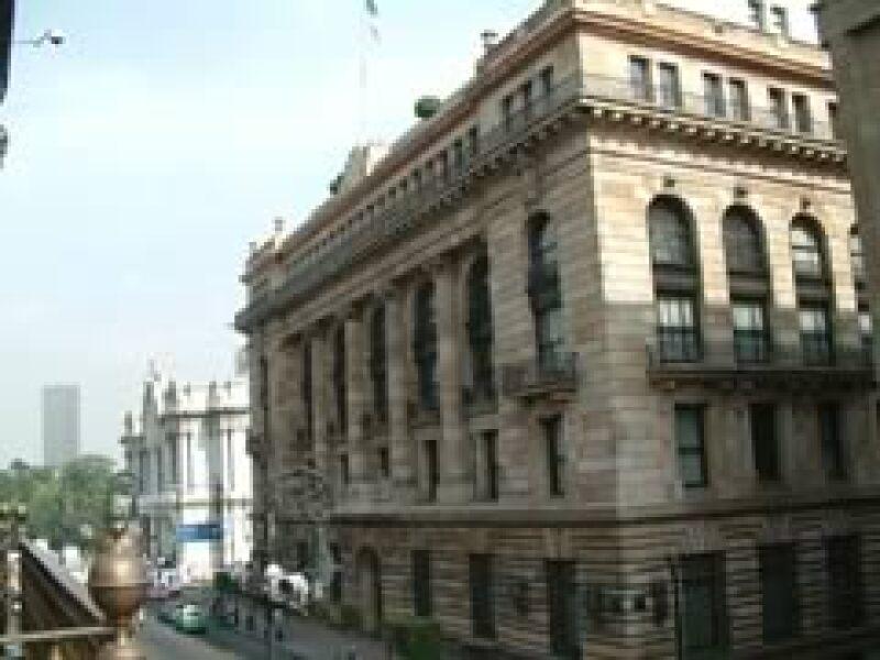 El autor cree que el Banco de México ha afrontado bien los movimientos especulativos del tipo de cambio. (Foto: Archivo)