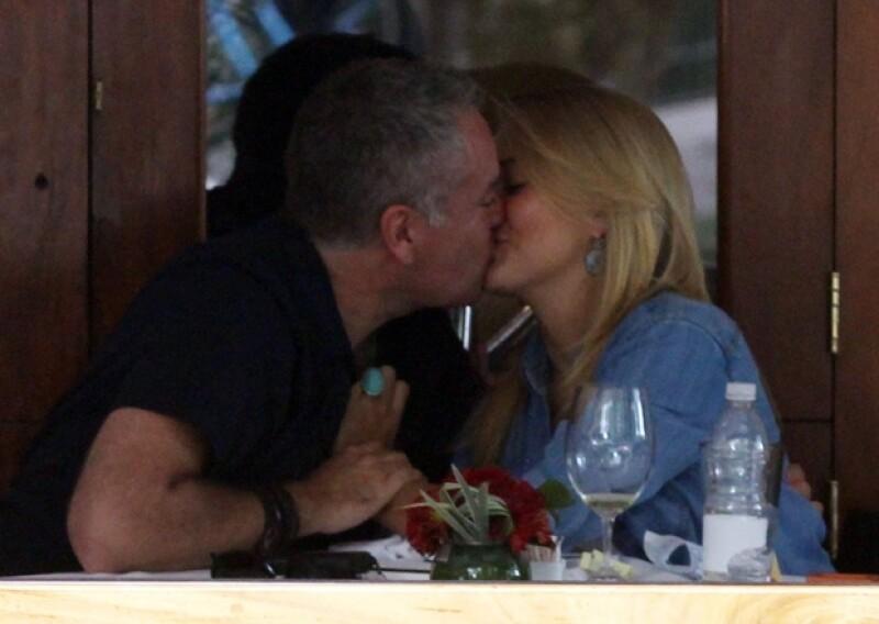 Nada tímidos ante las cámaras no paraban de besarse y hacerse cariños.