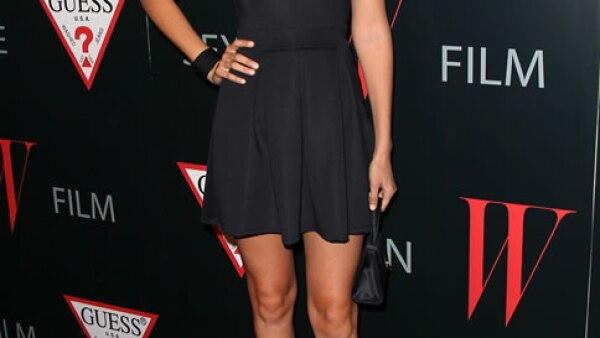 Antes de ser la ´it girl´que es hoy, Gigi ya empezaba a mostrar piel. Con este little black dress impactó a más de uno.