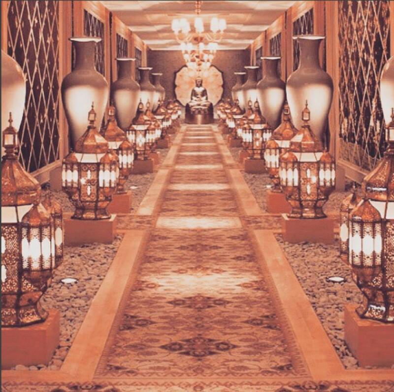 Se encuentra ubicado en el hotel Encore de Las Vegas, uno de los más exclusivos y lujosos.