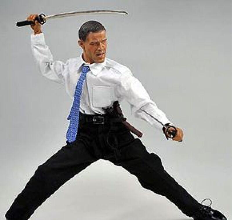 Una empresa japonesa le ha entrado a la 'Obamanía' y ha lanzado un juguete con la imagen del nuevo presidente de Estados Unidos. El muñeco viene en diferentes versiones.