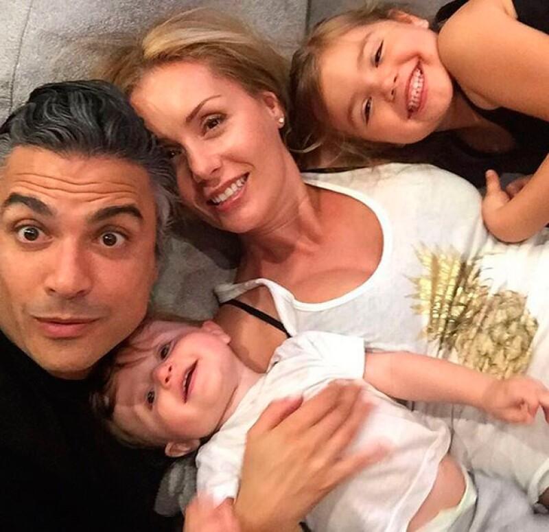 La modelo presumió en su cuenta de Instagram un momento íntimo junto al actor y sus encantadores hijos, Elena y Jaime Jr.
