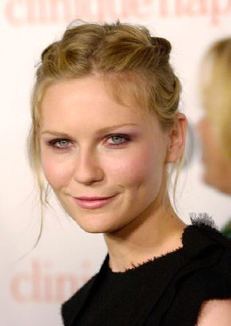 Logran un arresto civil contra un hombre que en noviembre rebasó los límites de seguridad y llegó a la casa de la actriz en Hollywood.