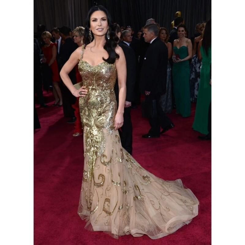 Aunque ella se veía espléndida tal vez su vestido tenía demasiados detalles dorados, por lo que la comparación con una envoltura de Ferrero Rocher no estuvo nada errada.