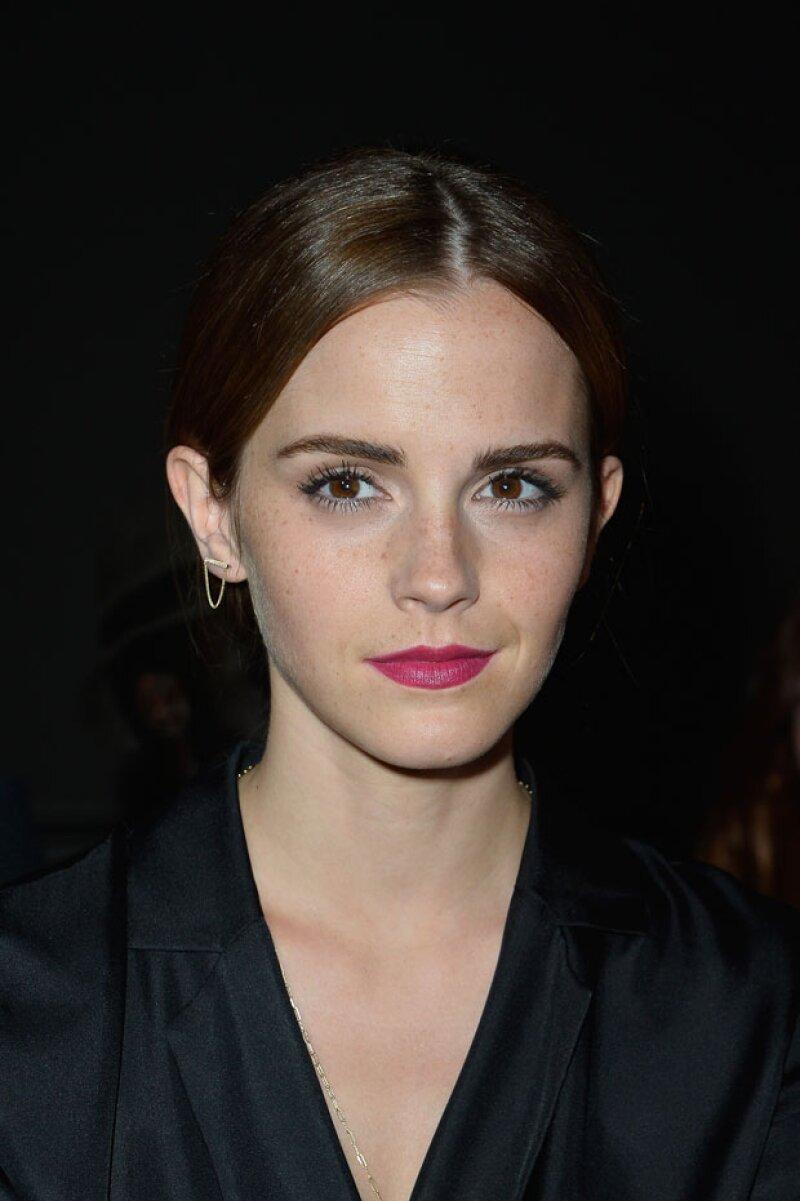 Tras los rumores sobre un posible romance entre Emma Watson y el hermano menor del príncipe William, la actriz habla al respecto en su cuenta de Twitter.