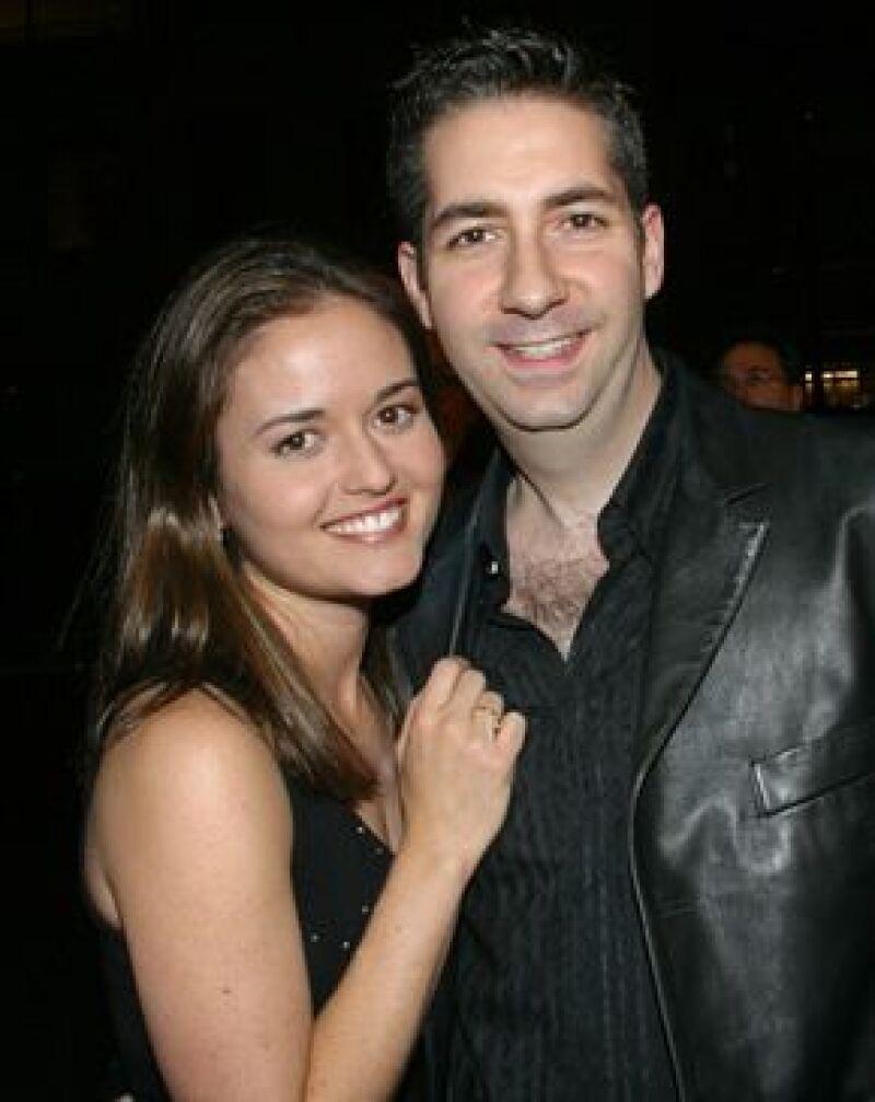 La actriz Danica McKellar y su novio Mike Verta tuvieron una boda íntima en California.