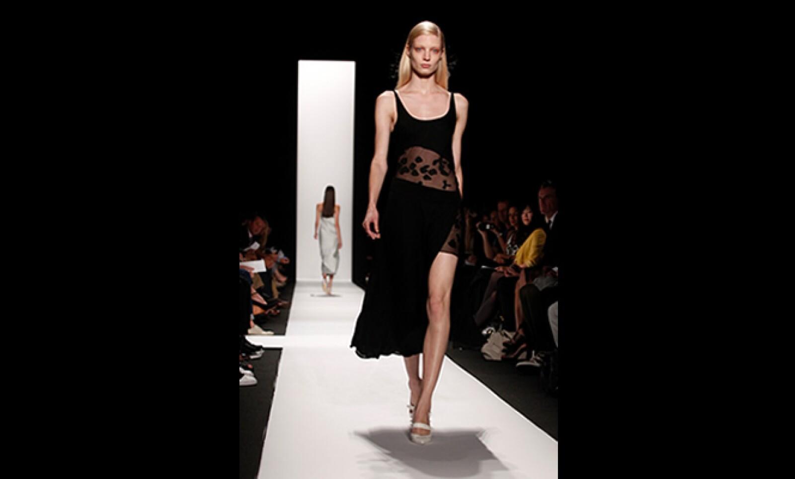 Rodríguez se ha caracterizado por su estilo arquitectónico, que siguió presente en esta línea, pero con la suavidad que en general ha dominado esta Semana de la Moda.