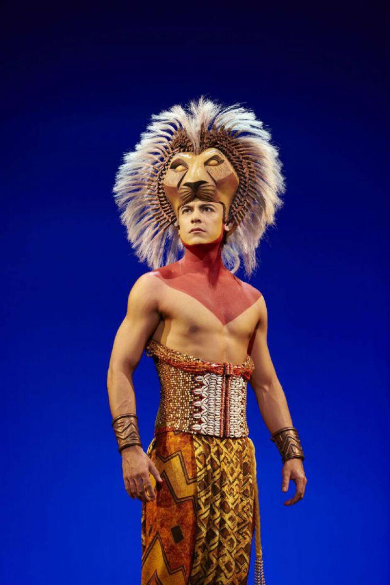 Carlos Rivera en el papel de Simba en el musical de España.