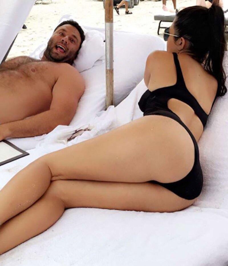 Kourt se dejó ver en un pequeño bikini negro.