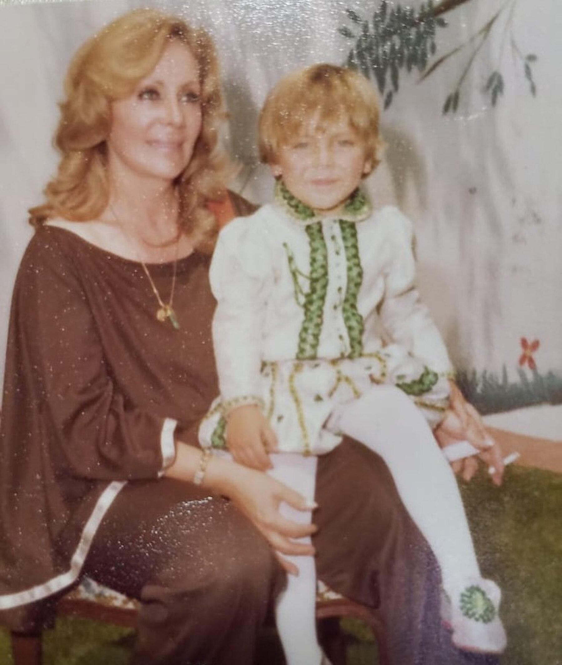 Cristian Castro y su abuela Socorro