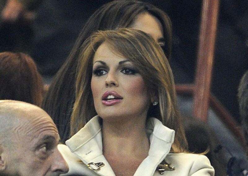 Francesca Pascale, de 27 años, ha sido admiradora del político italiano desde muy pequeña; Berlusconi aceptó que su próxima boda podría ser con ella.