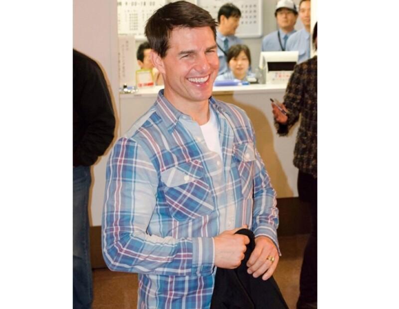 Tom Cruise llegando al Aeropuerto Haneda en Tokio, Japon.