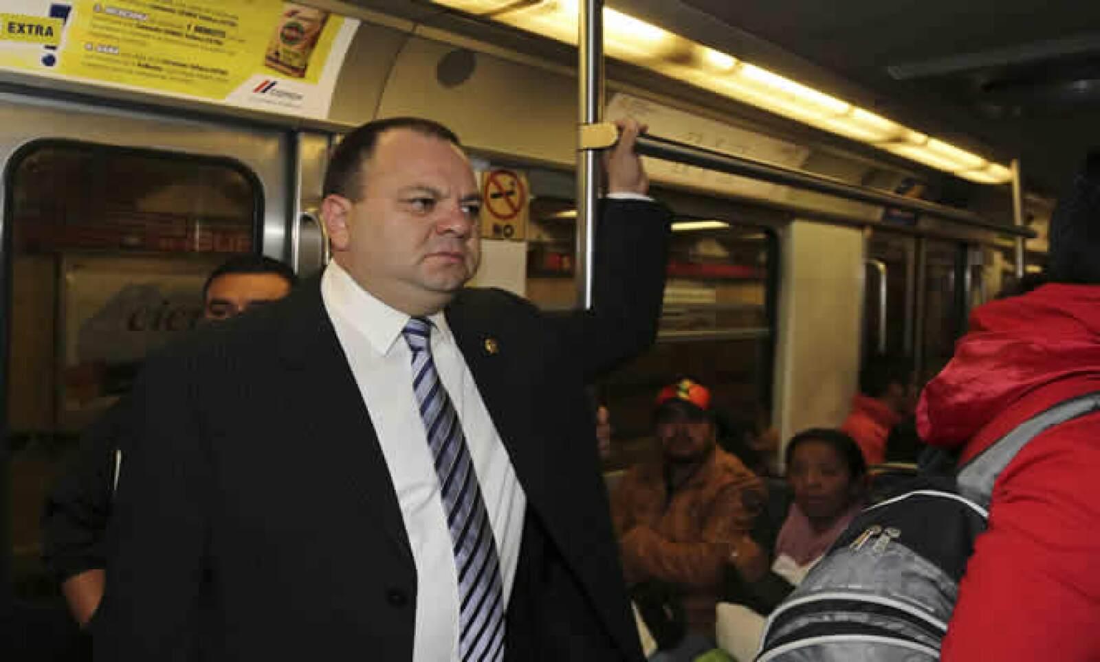 El secretario de Seguridad Pública del Distrito Federal, Jesús Rodríguez Almeida fue uno de los funcionarios del Gobierno capitalino que viajó en transporte público para unirse a la celebración.