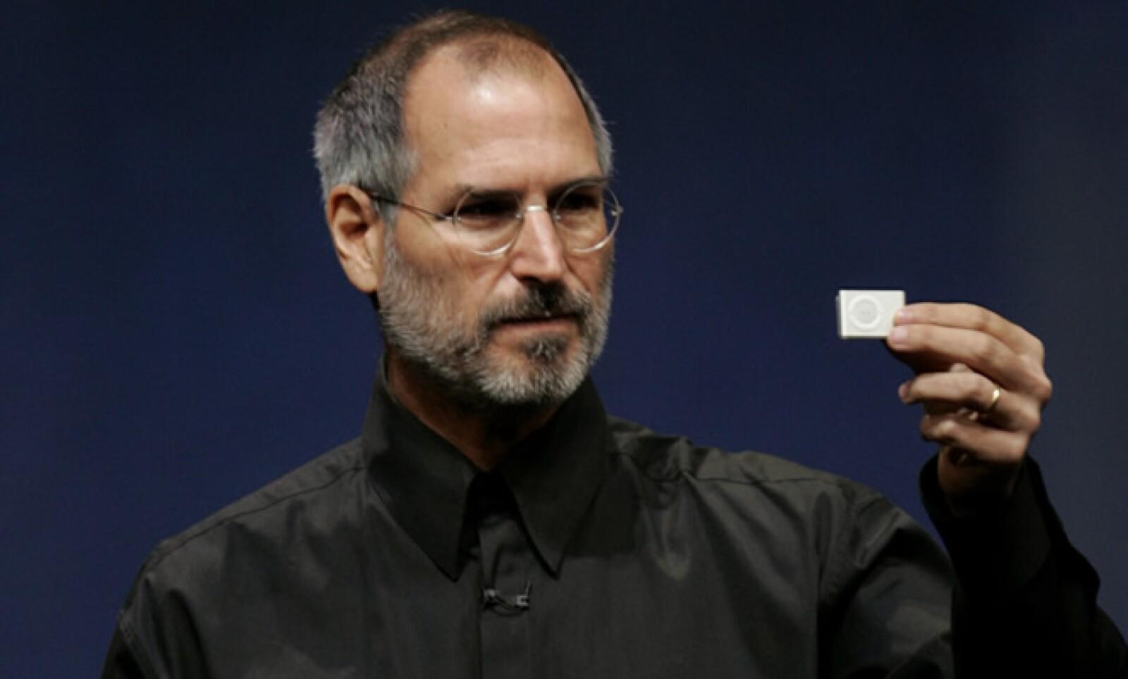 Jobs no inventó el 'ratón', pero fue el primero en ponerlo en una computadora; no inventó el walkman, pero captó generaciones con iPod y iTunes, escribió el diario francés Le Monde.
