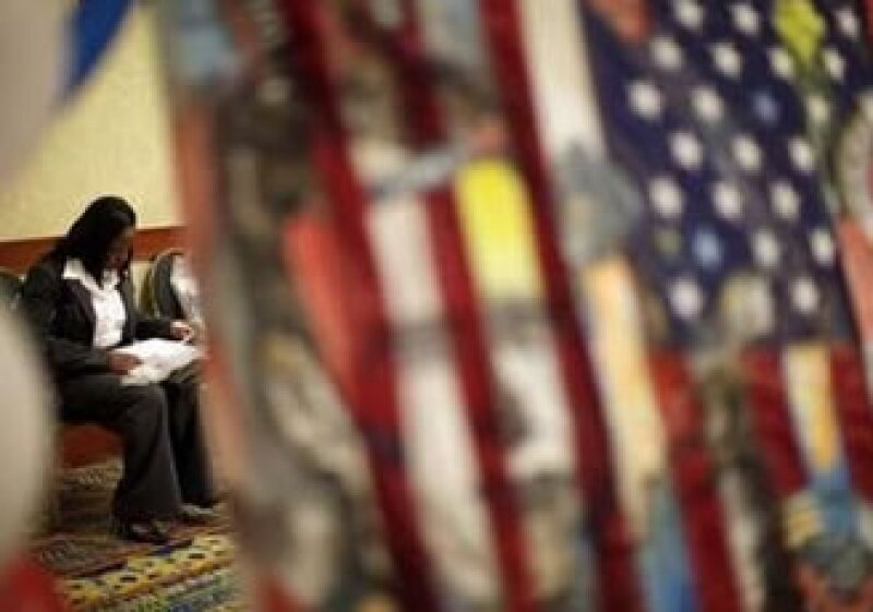 La cifra de peticiones de ayuda por desempleo acumuló dos semanas de caída. (Foto: Reuters)